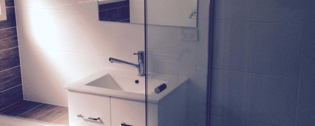 Shower Screen by The Reno Gurus - Gold Coast