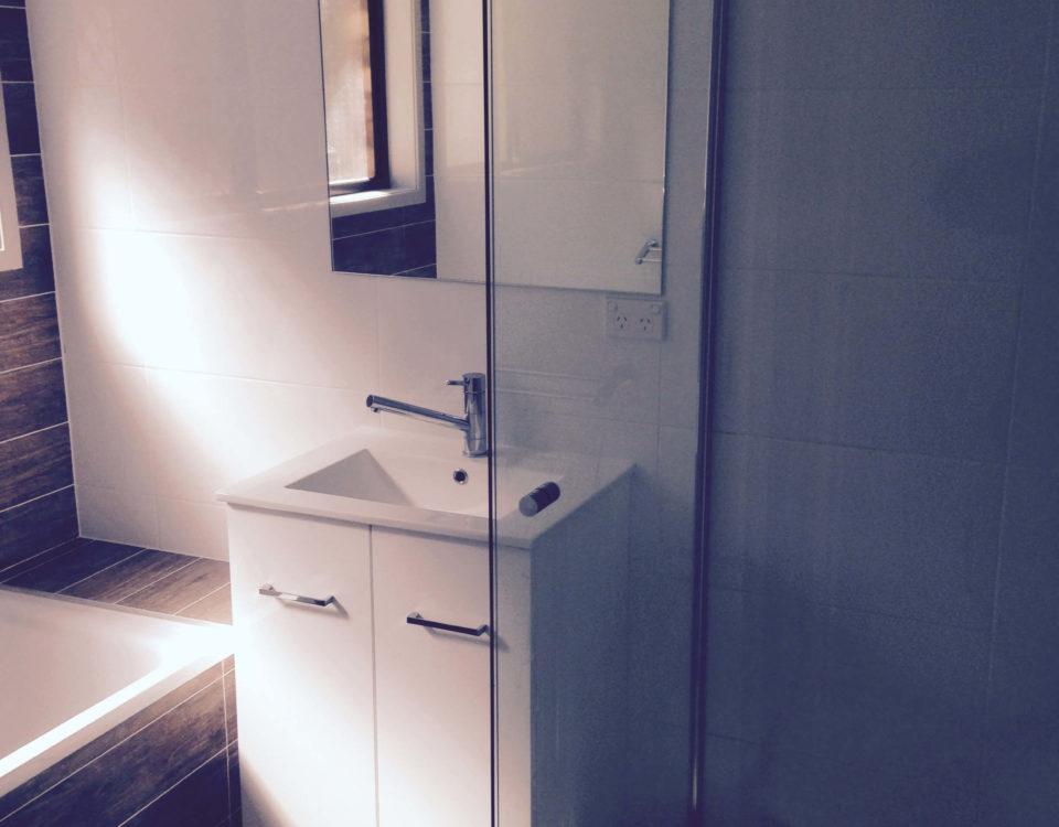 Shower Screen, Tugun 4224